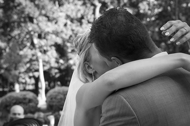 http://www.pogacia-photo.com/files/gimgs/11_weddingphotographyandrisagi4bakonyizsuzsapogacia.jpg