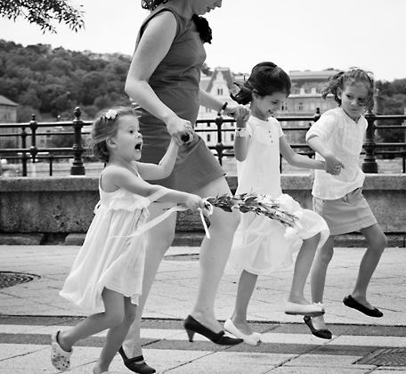 http://www.pogacia-photo.com/files/gimgs/12_familyportraitsbudapestbakonyizsuzsa96.jpg