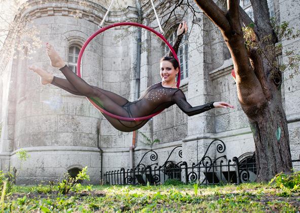 http://www.pogacia-photo.com/files/gimgs/25_acrobatpogaciaphoto08.jpg