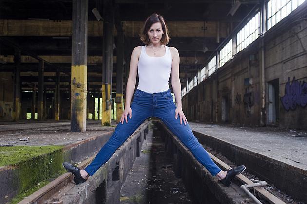 http://www.pogacia-photo.com/files/gimgs/39_bakonyizsuzsapogaciaphotographerdancedsc5520-copy.jpg
