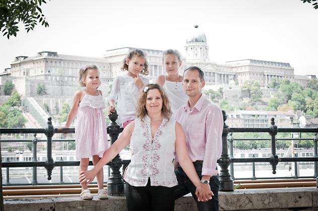 http://www.pogacia-photo.com/hu/files/gimgs/12_csaladifotozaspogaciabakonyizsuzsa06_v2.jpg