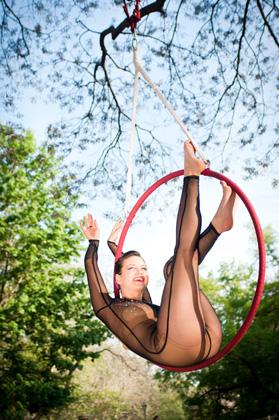http://www.pogacia-photo.com/hu/files/gimgs/22_acrobatpogaciaphoto03.jpg
