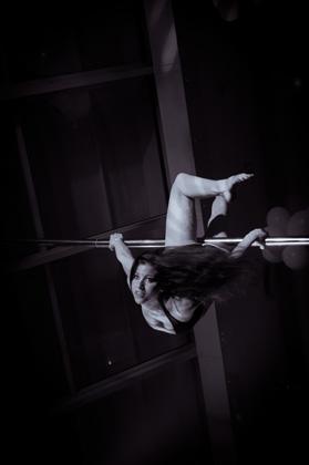 http://www.pogacia-photo.com/hu/files/gimgs/22_acrobatspogaciaphoto47.jpg