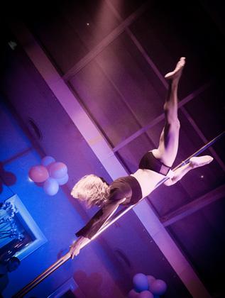 http://www.pogacia-photo.com/hu/files/gimgs/22_acrobatspogaciaphoto50.jpg