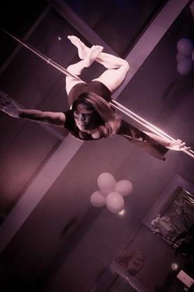 http://www.pogacia-photo.com/hu/files/gimgs/22_acrobatspogaciaphoto51.jpg