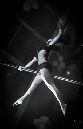 http://www.pogacia-photo.com/hu/files/gimgs/22_acrobatspogaciaphoto52.jpg