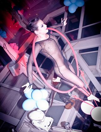 http://www.pogacia-photo.com/hu/files/gimgs/22_acrobatspogaciaphoto53.jpg