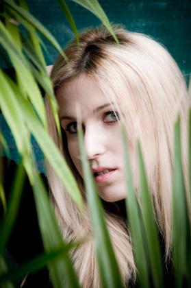 http://www.pogacia-photo.com/hu/files/gimgs/6_portreparfotozascouplephotographybarbipogaciaphoto06.jpg